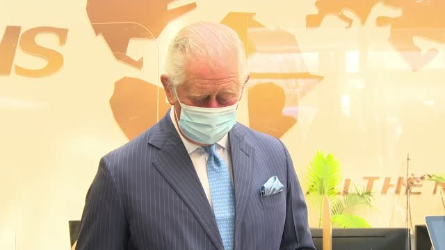 vídeos de stock e filmes b-roll de prince of wales visits nhs vaccination centre; england: london: brent: int various shots of prince charles, prince of wales being thanked for his... - benção