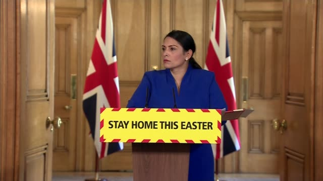 priti patel addresses ppe shortages at downing street press conference; ** mix of itn pool and itn / c4 news ** england: london: 10 downing street:... - channel 4 news stock-videos und b-roll-filmmaterial
