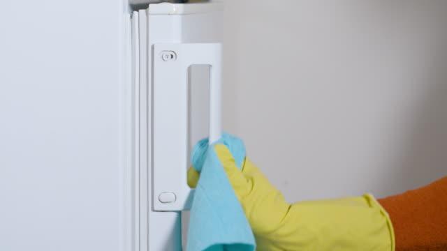 vídeos de stock, filmes e b-roll de proteção contra coronavírus. mantenha tudo limpo e desinfetado. importância da higiene. - anti higiênico