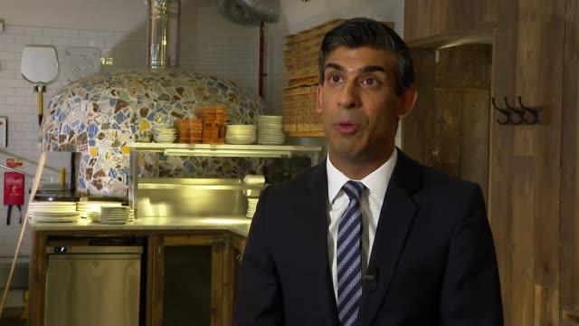 vidéos et rushes de rishi sunak interview; england: london: franco manca restaurant: int rishi sunak mp interview sot. - always said we'd have to adapt financial... - s'adapter