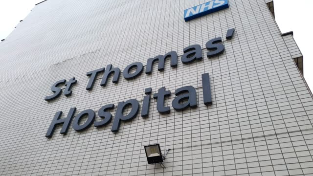 a coronavirus sign outside st thomas' hospital during the coronavirus pandemic on march 20 2020 in london england - brian dayle coronavirus stock videos & royalty-free footage