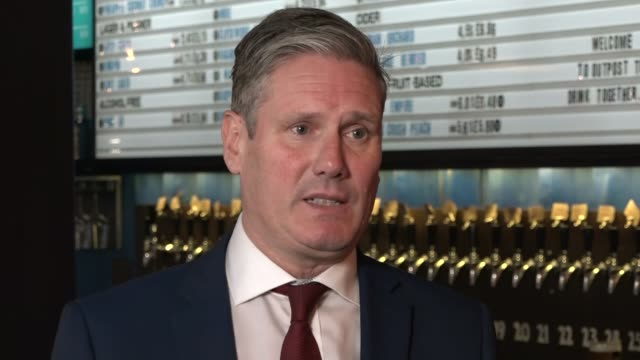 sir keir starmer visits brewdog pub in city of london; england: city of london: tower hill: brewdog tower hill: int sir keir starmer mp interview sot... - {{relatedsearchurl(carousel.phrase)}} video stock e b–roll