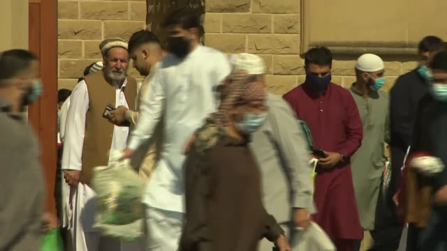 stockvideo's en b-roll-footage met socially distanced friday prayers at bradford central mosque england west yorkshire bradford bradford central mosque ext gvs bradford central mosque... - gelovige