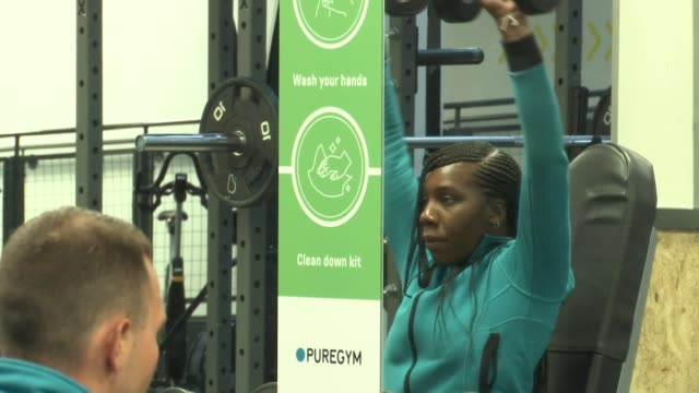 socially distanced gym; england: london: int gvs puregym staff lifting weights while using various pieces of gym equipment in socially distanced... - b rolle stock-videos und b-roll-filmmaterial