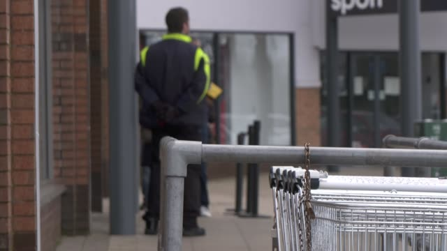 supermarket queue and shop closures in irvine; scotland: north ayrshire: irvine: rivergate mall: ext food warehouse store / cars along past high... - irvine video stock e b–roll