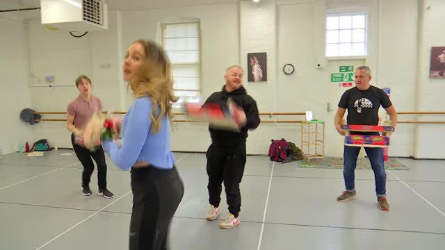 surrey christmas panto prepares to open after lockdown; england: surrey: int various shots actors rehearsing for christmas panto 'beauty and the... - probe stock-videos und b-roll-filmmaterial