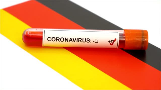 coronavirus-test und deutsche flagge - reagenzglas stock-videos und b-roll-filmmaterial