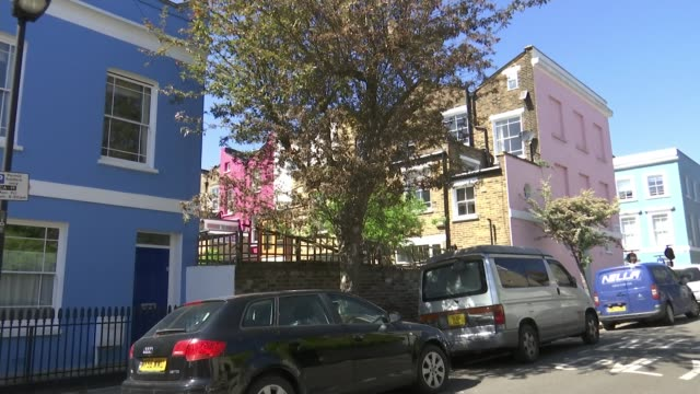 vídeos de stock e filmes b-roll de the secret artist who paints kentish town in lockdown; england: london: kentish town: ext gv tree beside house the secret artist nw5 interview sot - kentish town