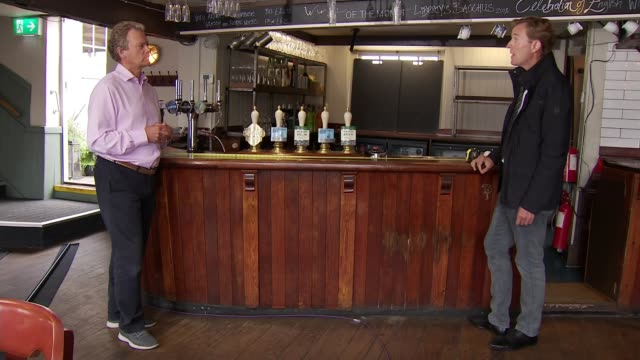 economy shrinks by 20 per cent; england: kent: oare: ext close shot of 'the mariners' pub sign reporter to camera int man measuring out two metre... - tape measure点の映像素材/bロール