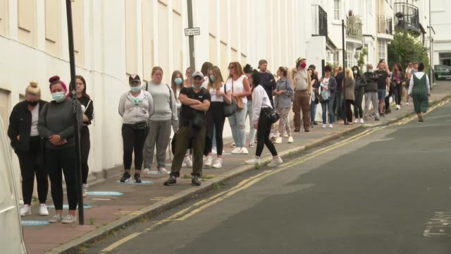 "vidéos et rushes de unemployment expected to rise after end of furlough scheme; england: east sussex: brighton: ext sign ""covid-19 maintain social distance"" pull out... - chômage"
