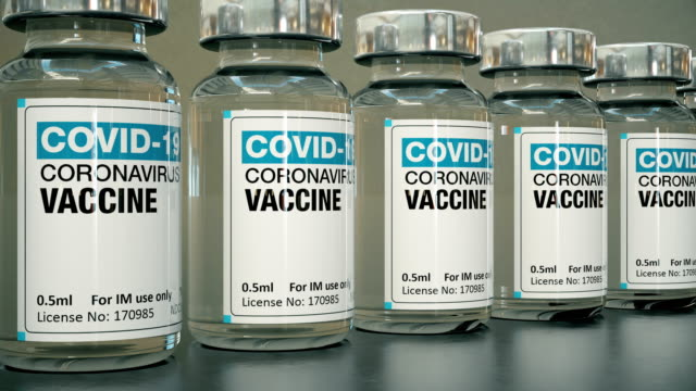 stockvideo's en b-roll-footage met covid-19 coronavirus vaccin flesjes, loopable - inenting