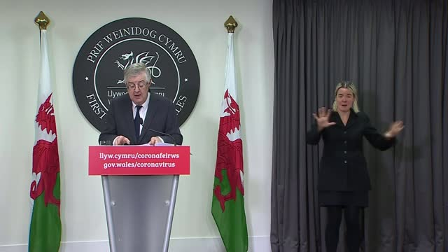 welsh government announces tighter restrictions on hospitality venues; wales: cardiff: int mark drakeford set up shot / press conference sot. - i... - politics点の映像素材/bロール