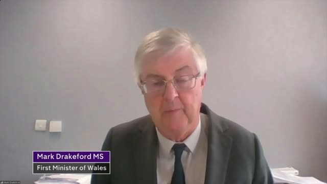 welsh government demands travel ban on people in english covid-19 hotspots; uk, wales, hay-on-wye; books, bookshops, shops, covid-19 coronavirus,... - typisch walisisch stock-videos und b-roll-filmmaterial