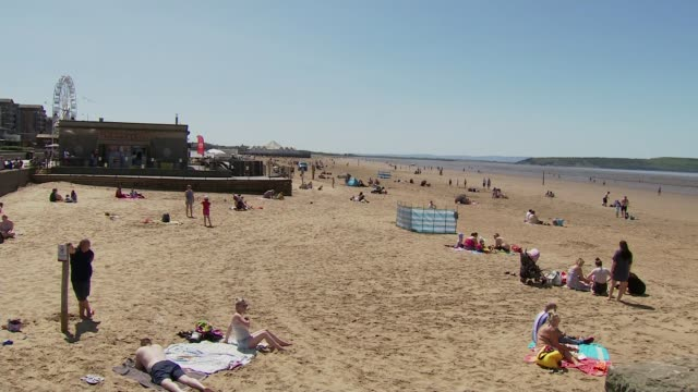 stockvideo's en b-roll-footage met weston general not accepting new admissions after surge in coronavirus patients england somerset westonsupermare ext people along beachfront... - new not politics