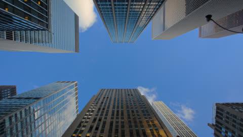 vidéos et rushes de bâtiment d'entreprise - vue en contre plongée verticale