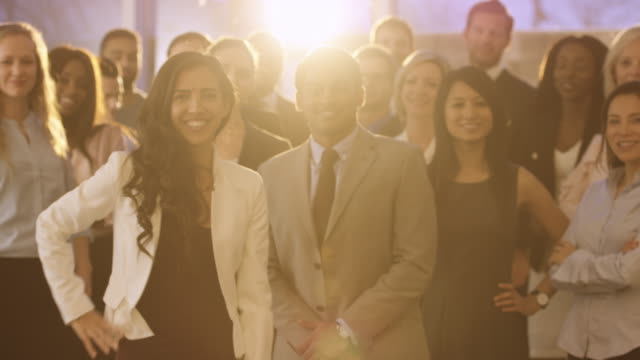 vídeos de stock, filmes e b-roll de retrato da equipe corporativa - lei