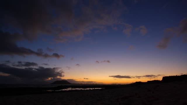 corralejo sand dunes - fuerteventura - sun rise time lapse - atlantic islands stock videos & royalty-free footage