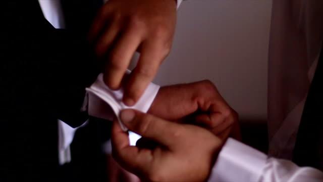 stockvideo's en b-roll-footage met corrigeren van een mouw - manchet mouw