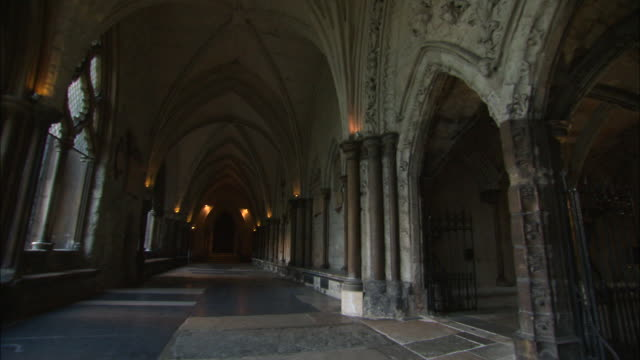 stockvideo's en b-roll-footage met corridor inside the chapter house of westminster abbey in london, uk - westminster abbey