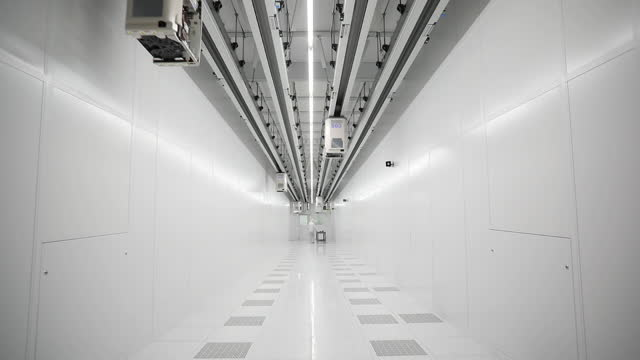 corridor with automated transport system in globalfoundries inc. in dresden. the eu outlined a goal last year to produce at least one-fifth of the... - 半導体点の映像素材/bロール