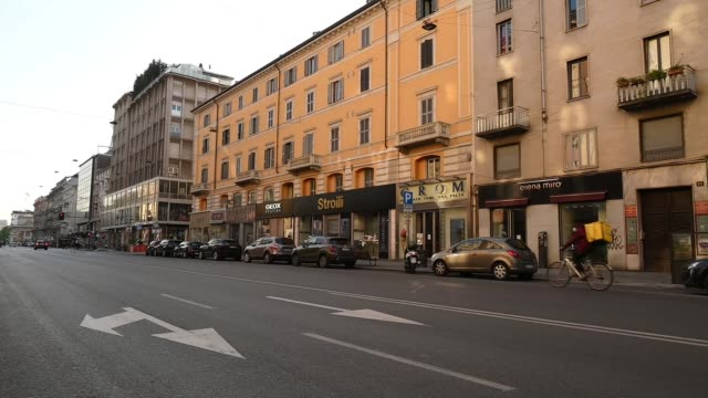 corso buones aires desolate during the covid-19 pandemic on april 10, 2020 in various cities, italy. there have been well over 100,000 reported... - remote location stock videos & royalty-free footage