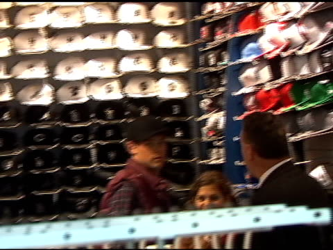 vidéos et rushes de cory monteith looks for a new hat at lids while waiting for shooting to begin on the season finale of 'glee' in times square in new york 04/28/11 - couvre chef