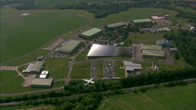 vídeos de stock, filmes e b-roll de cosford air museum - pista de aterrizagem