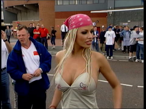 vídeos de stock, filmes e b-roll de leslie ash warning lib manchester old trafford model jordan wearing revealing low cut top campaigning during the general election pull out lib... - melanie griffith