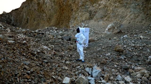 Cosmonaut exploring Mars