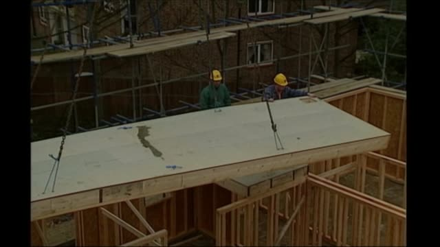 Cost of lack of sleep to the UK DATE UNKNOWN INT Shopping tills of Marks and Spencer store Workmen on construction site Workers at desks in trading...