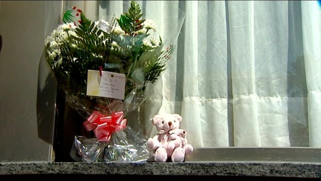 vídeos de stock e filmes b-roll de lloret de mar: ext floral tribute and teddy bear on windowsill close up of message of condolence - peitoril de janela