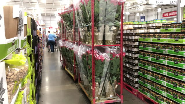 costco is an american multinational corporation which operates a chain of membership-only warehouse clubs. - warehouse点の映像素材/bロール