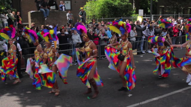 ws costumed dancers parade in notting hill carnival / london, united kingdom - annual event stock videos & royalty-free footage