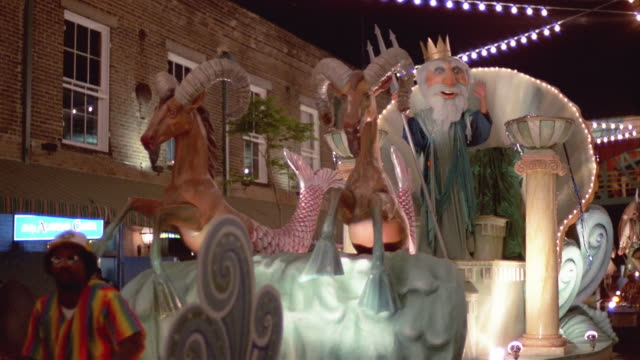 1984 la ms costumed man dressed as the god neptune riding on parade float and waving to spectators during annual mardi gras parade in the french quarter / new orleans, louisiana, usa - festwagen stock-videos und b-roll-filmmaterial