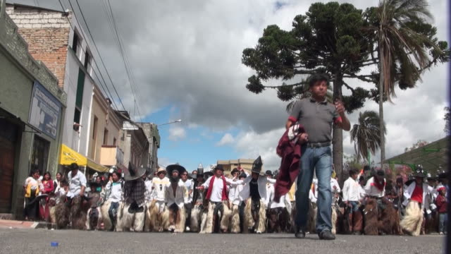 cotacachi dancers approach the village's main square, using big hats and dancing.  - kopfbedeckung stock-videos und b-roll-filmmaterial