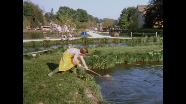 1981 - cotswolds attractions - freshwater stock videos & royalty-free footage