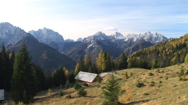 hd :コテージの田園地帯 - 山小屋点の映像素材/bロール