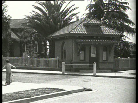 stockvideo's en b-roll-footage met b/w cottage with trees / child roller skating in foreground / 1920's / no sound - alleen meisjes