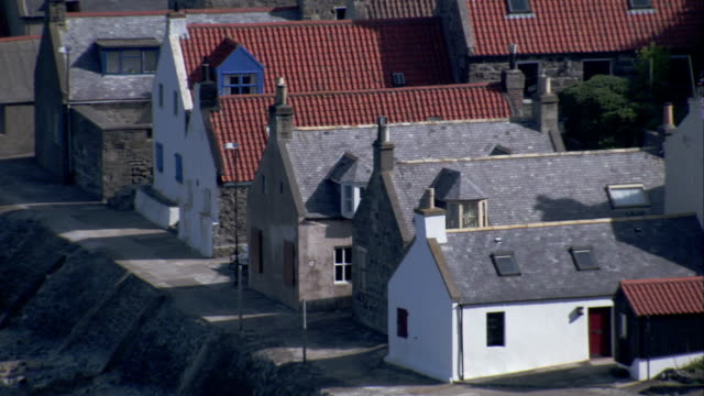 cottages in the village of crovie in aberdeenshire, scotland. available in hd. - クロヴィー点の映像素材/bロール