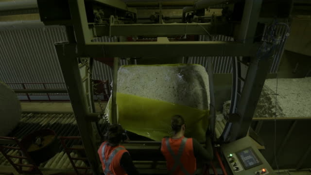 cotton processing at southern cotton gin and cotton harvesting at walsh farms australia on thursday may 32 2018 - cotton wool stock videos & royalty-free footage
