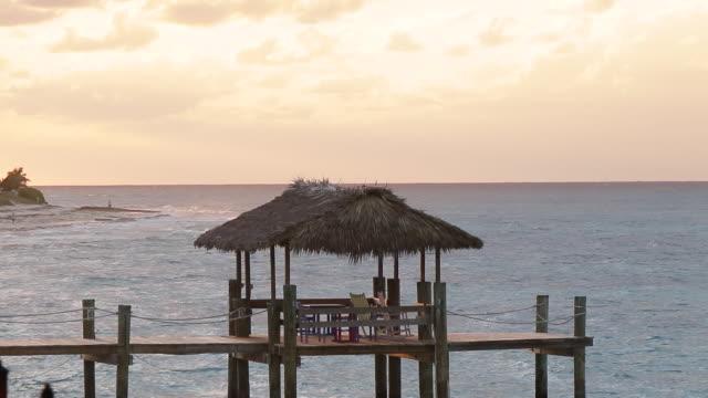 coucher de soleil sur les bahamas - vue du sol stock videos and b-roll footage