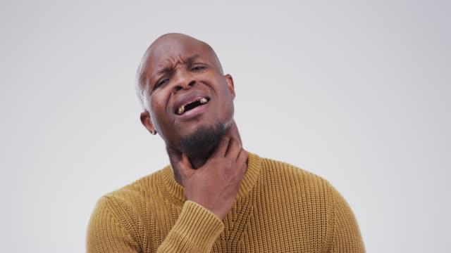 vídeos de stock, filmes e b-roll de isto pode ser um sintoma de algo pior? - bronquite