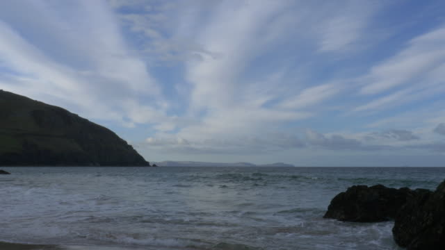 T/L Coumeenole Beach and Atlantic Ocean, waves, Irish shoreline and nice clouds, Dingle Peninsula, Ireland
