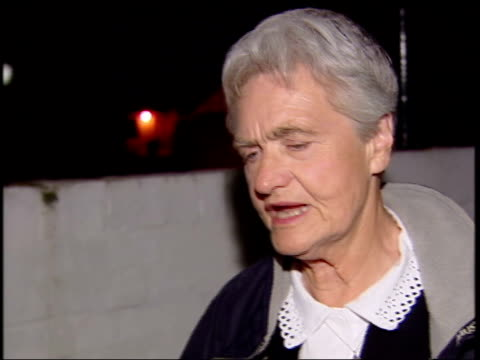 sylvia hardy released from prison england devon exeter sylvia hardy arriving home in taxi sylvia hardy speaking to press sot been told that somebody... - composizione di fiori video stock e b–roll