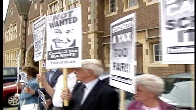 vídeos y material grabado en eventos de stock de council taxes rises soar above rate of inflation t07090537 ext placard protesting against council tax with slogan 'are you listening mr blair'... - placard