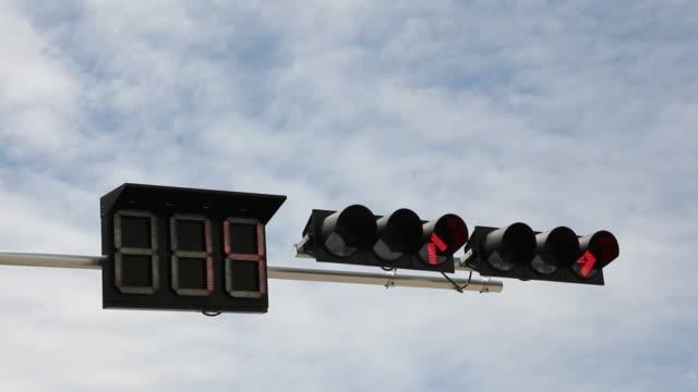 countdown-rote ampel zum green - langsam stock-videos und b-roll-filmmaterial