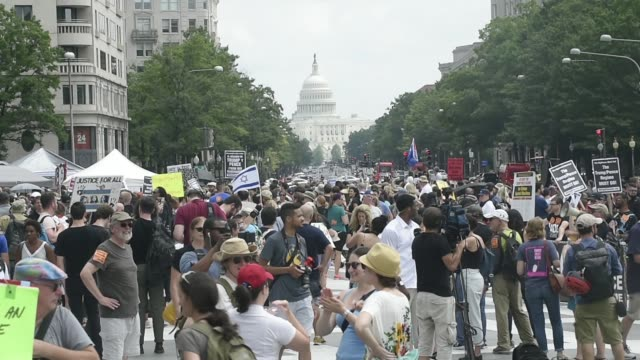 counter protesters demonstrated against the unite the right 2 rally to be held in lafayette park in washington dc thousands of counter protesters and... - rassismus stock-videos und b-roll-filmmaterial