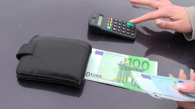 stockvideo's en b-roll-footage met counting euro money - tien euro