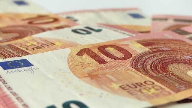 stockvideo's en b-roll-footage met euro geld tellen - tien euro