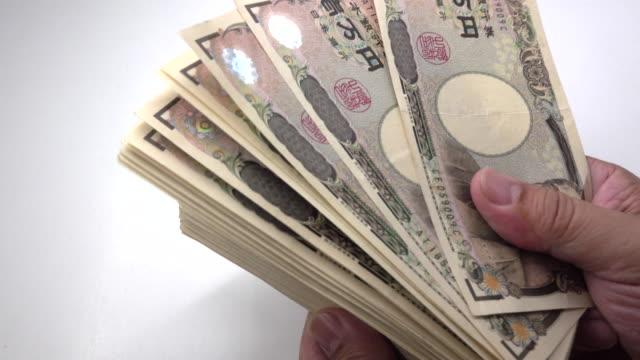 counting japanese yen - yen symbol stock videos & royalty-free footage
